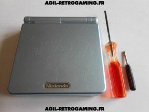 Démontage d'une console GBA SP